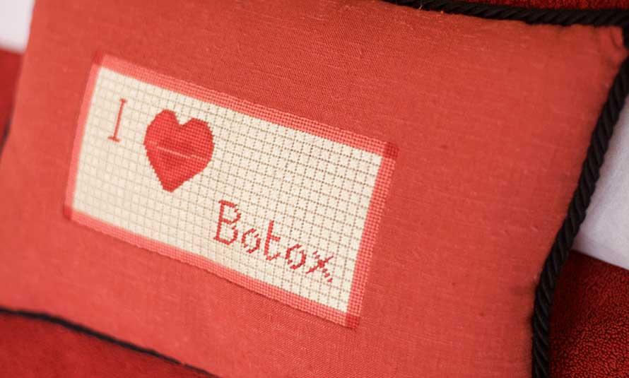 Dr Sebagh I love Botox Cushion